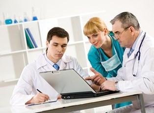 Doctors work together to solve a problem