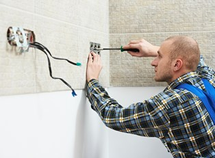Electrician stays safe on the job
